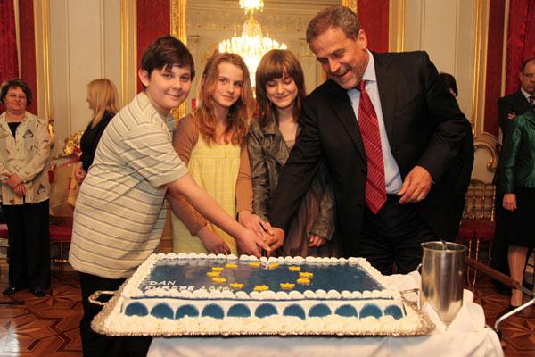 na torti kod gradonačelnika (Foto: Saša Zinaja /Medijska mreža)