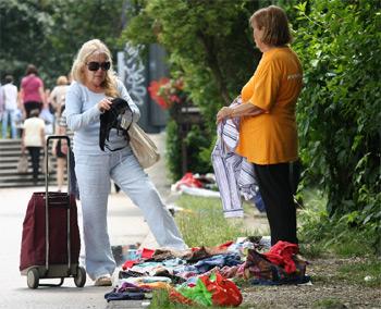 prodaja na Gagarinovom putu (Foto: Siniša Kosić /Medijska mreža)
