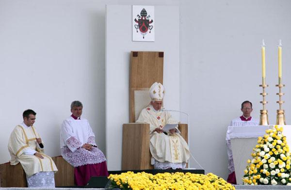 susret s papom Benediktom XVI. na Hipodromu (Foto: Saša Zinaja /Medijska mreža)