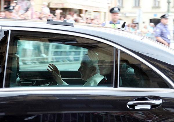papa u Zagrebu (Foto: Saša Zinaja /Medijska mreža)
