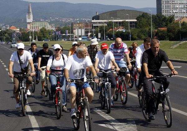 Milan Bandić u obilasku gradilišta biciklom (Foto: Kristijan Tabet /Medijska mreža)