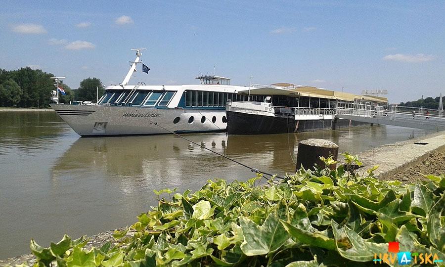 Osijek_cruiser_Drava