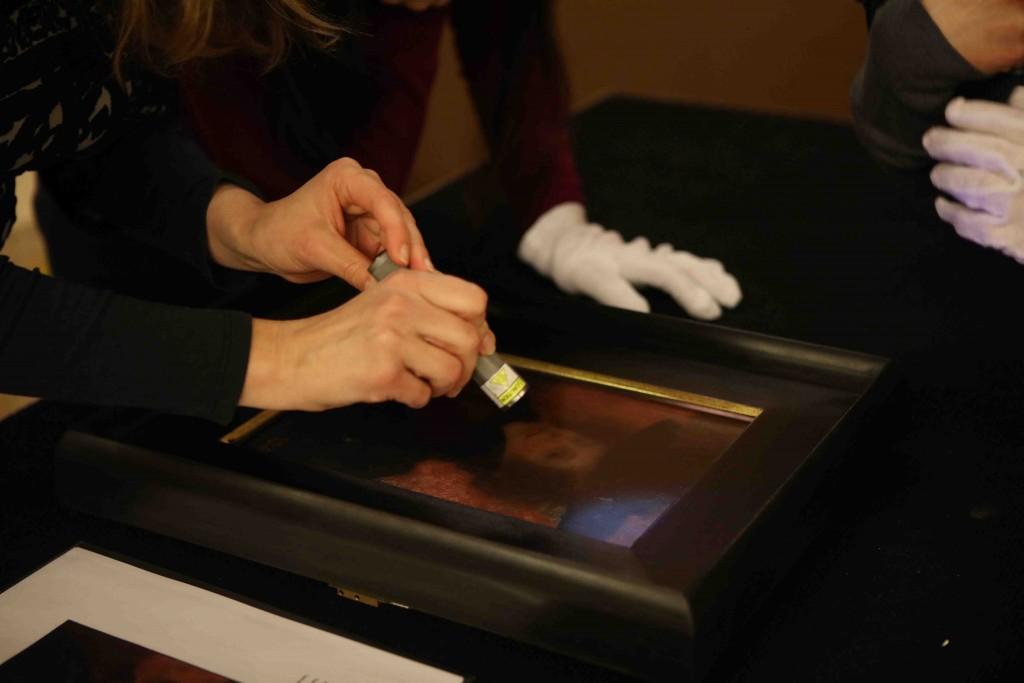 Postavljanje djela Gustava Klimta (1)