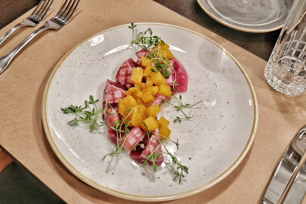 Restoran Voncimer - file tune u korici od sezama sachutneyom od kršaka.