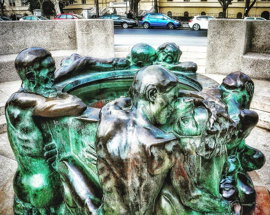 Zdenac života je remek-djelo znamenitog hrvatskog kipara Ivana Meštrovića, nastalo početkom 20. stoljeća. Postavljen je 1912. godine na Trgu maršala Tita.