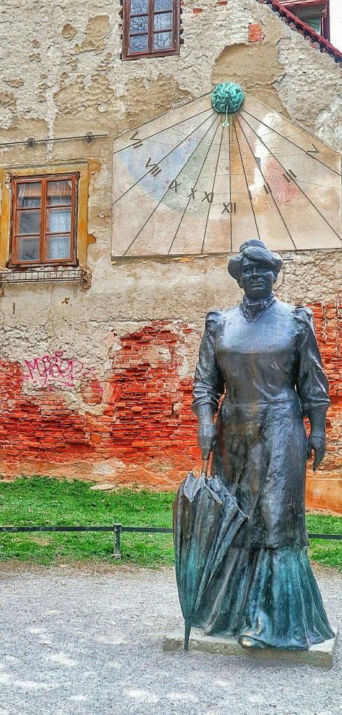 Marija Jurić Zagorka (Negovec kraj Vrbovca, 2. ožujka 1873. – Zagreb, 29. studenoga 1957.),[1] hrvatska književnica i novinarka. Bila je prva profesionalna novinarka i najčitanija hrvatska književnica.