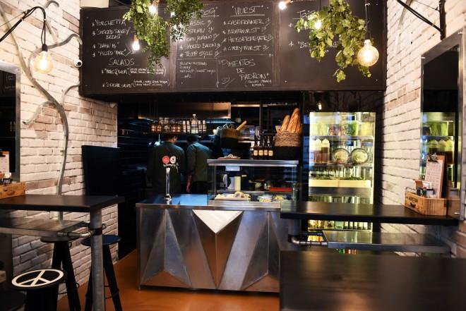 Otvoren wurst bar u teslinoj 7 novi street food koncept for Food bar zagreb